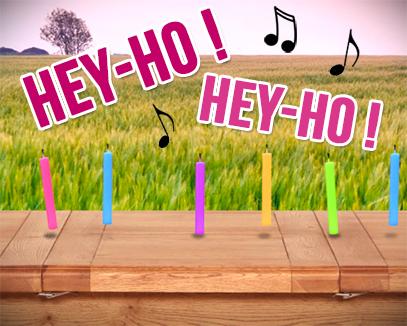 Hey-ho, on rentre du gâteau, carte anniversaire animée - Tous-mes-voeux.com